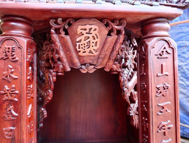 Bàn thờ cẩm lai mái chùa